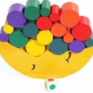 juego de equilibrio infantil en madera con forma de luna