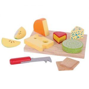 comida de madera infantil simulando una table de quesos