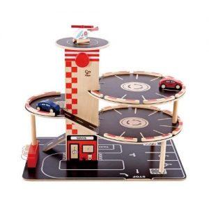 Garaje de juguete de madera con cohes Hape