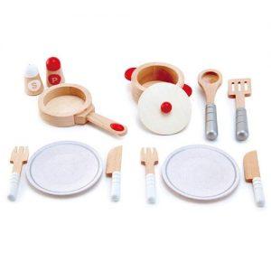 accesorios y utensilios de madera para jugar Hape. Sartén, olla, platos de madera para jugar