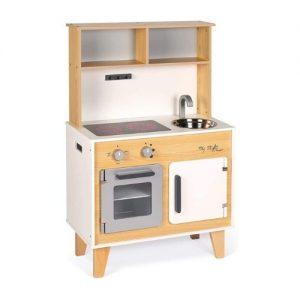 preciosa cocina de madera estilo escandinavo con pegatinas janod