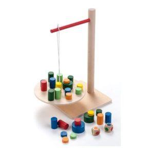 Juego de equilibrio con una grúa en madera de Engelhart. Juego ecológico para niños