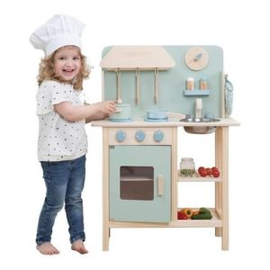 Cocina de color azul de Little Dutch en madera ecológica