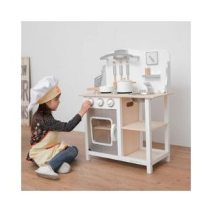 Cocina de madera infantil de New Classic Toys. Juego ecológico