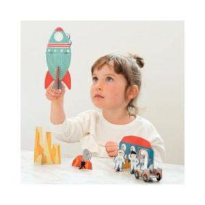 Playset del espacio con cohete y accesorios de Petit Collage. Juguete ecológico de cartón