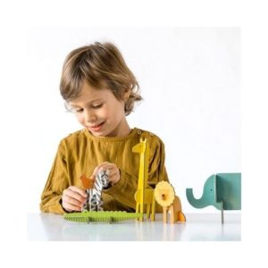 Playset de animales salvajes de Petit Collage en cartón reciclado. Juguete ecológico