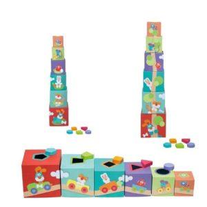Apilables de cartón que también encajan formas de madera de la marca Sevi. Juguete ecológico para bebés