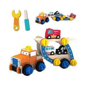 Remolque con coches de madera de juguete de Tiny Land. Juegos ecológicos