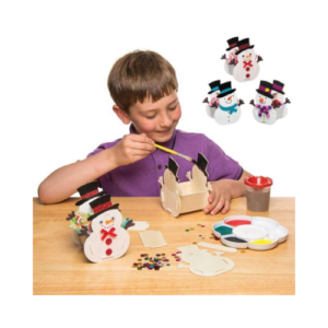 Kit para ensamblar cestas navideñas con forma de muñeco de nieve en madera. Manualidades de Navidad para niños ecológicas