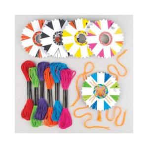 Kit para hacer pulseras kumihimo de Baker Ross. Manualidades de Navidad para niños ecológicas