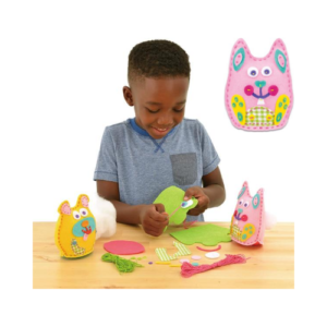 Kit de costura para coser peluches de tela de fieltro de Galt Toys. Manualidades de Navidad para niños ecológicas