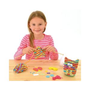 Kit para aprender a calcetar muñecos con forma de gato. Manualidades de Navidad para niños ecológicas de Galt Toys
