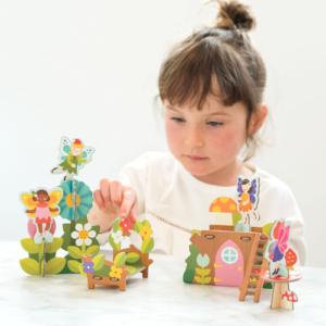 Playset de hadas en cartón ecológico de Petit Collage. Juguete ecológico infantil