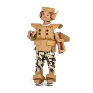 Disfraz de cartón de robot superhéroe para niños. Juguete ecológico infantil para ensamblar y pintar